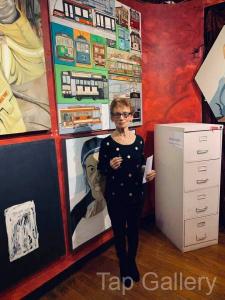Desie Richards (2nd) with her work